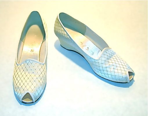 "Daniel Green ""Outdoorables"" white & gold peeptoe slippers"