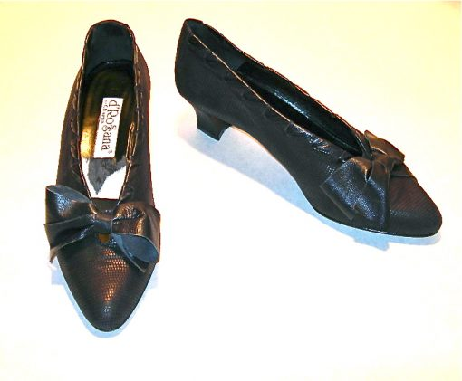 d'Rossana by Charna black sueded snake pumps w/bow