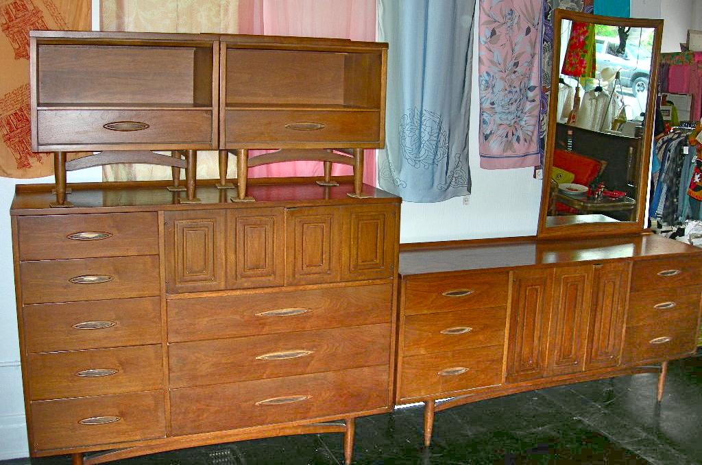 Vintage Broyhill Sculptra 6 Piece Bedroom Set Nvision Cincinnati Handmade Vintage Clothing